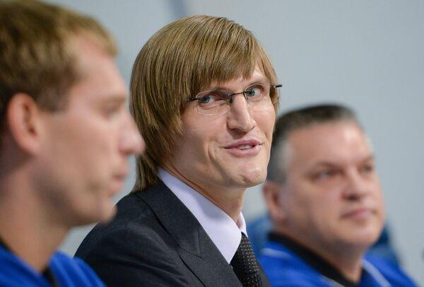 Президент Российской федерации баскетбола Андрей Кириленко (в центре)