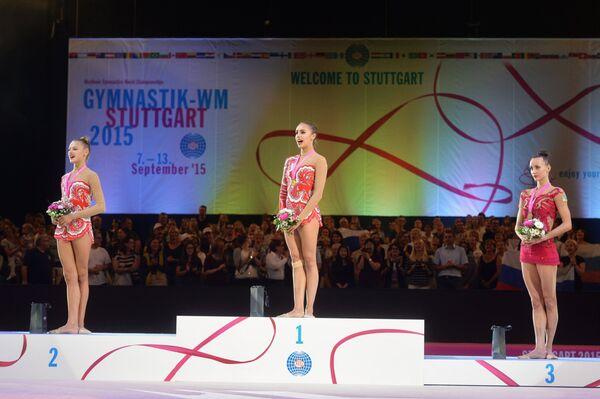 Александра Солдатова (Россия) - серебряная медаль, Маргарита Мамун (Россия) - золотая медаль, Марина Дурунда (Азербайджан) - бронзовая медаль (слева направо)