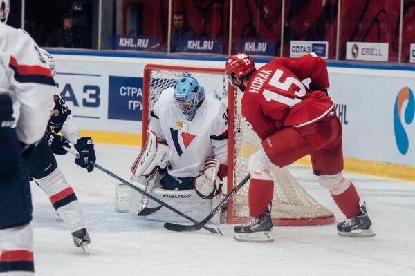 Игровой момент матча Витязь - Слован