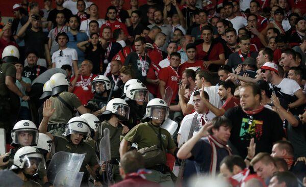 Греческая полиция и болельщики мюнхенской Баварии
