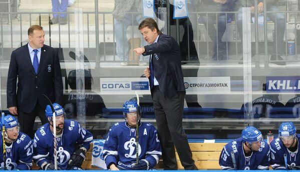 Тренер Динамо Владимир Воробьев (слева) и главный тренер Динамо Харийс Витолиньш
