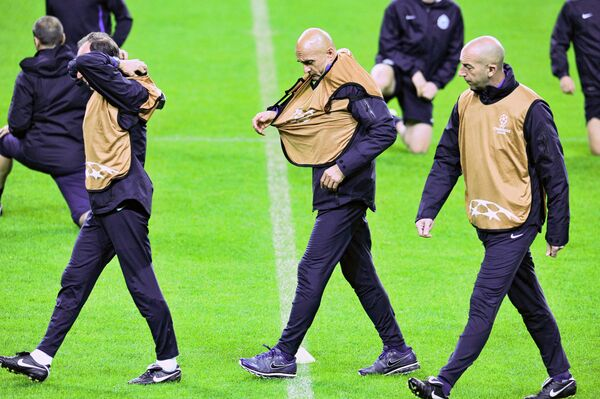 Тренер футбольного клуба Зенит Марко Доменикини, главный тренер Зенита Лучано Спаллетти и тренер команды Даниэле Бальдини (слева направо)