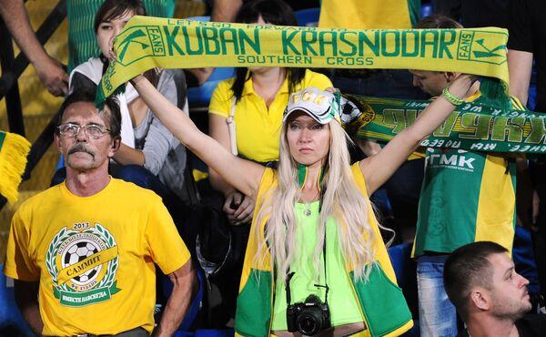 Болельщики Кубани во время матча 10-го тура чемпионата России по футболу