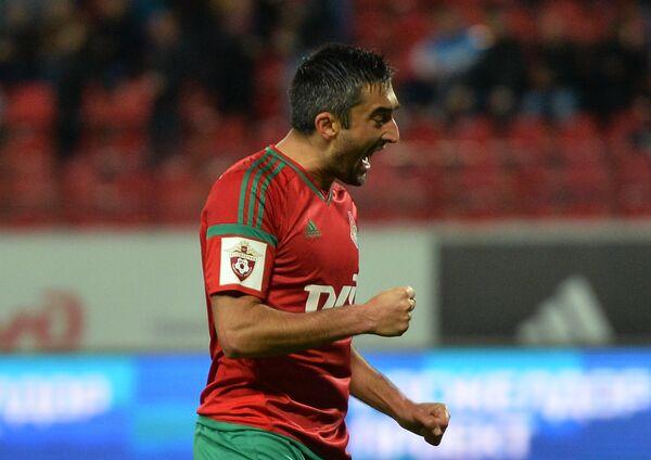 Полузащитник Локомотива Александр Самедов радуется забитому голу