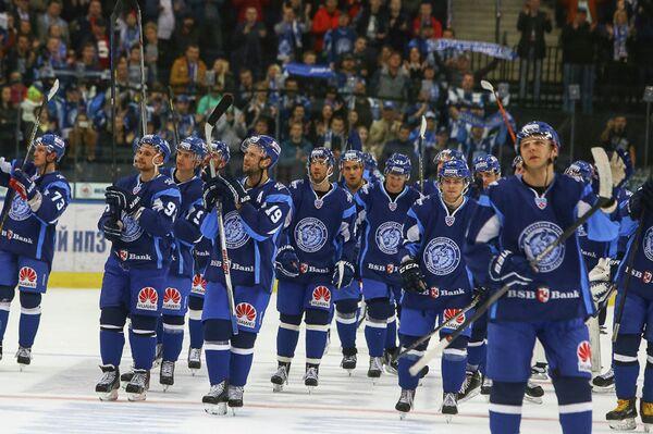 Игроки ХК Динамо (Минск) радуются победе