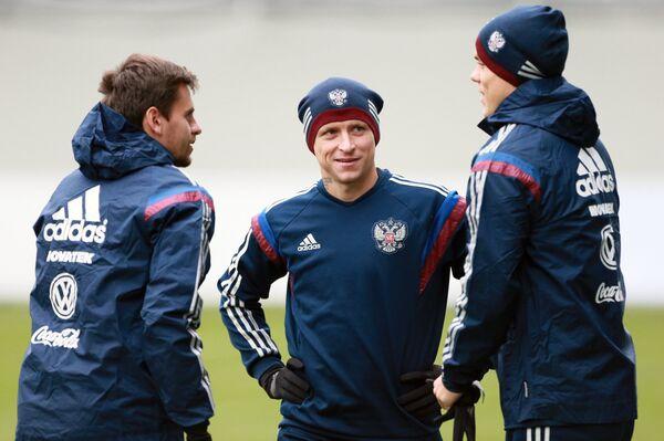 Футболисты сборной России по футболу Георгий Щенников, Павел Мамаев, Александр Кокорин (слева направо)