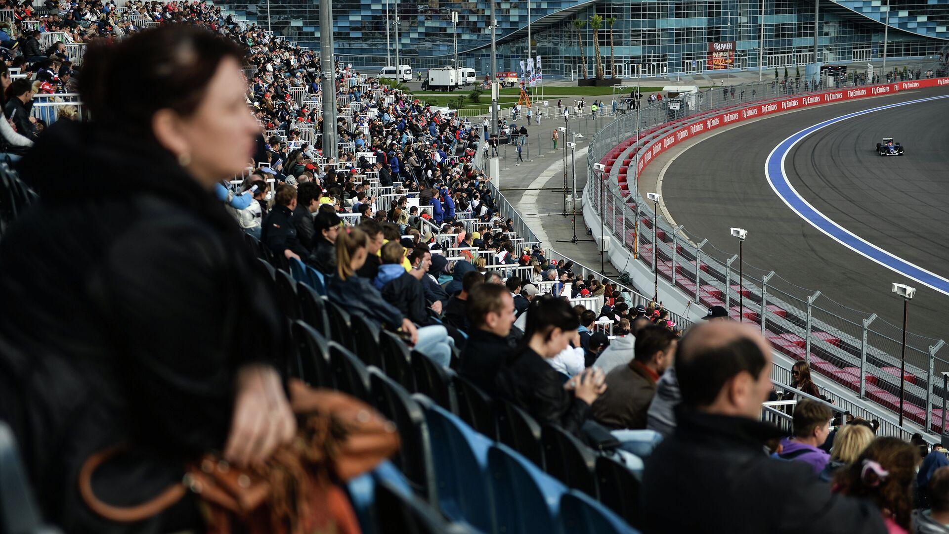 Зрители на трибунах во время Гран-при России Формулы-1 - РИА Новости, 1920, 24.06.2021