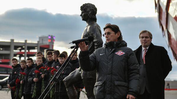 Председатель совета директоров футбольного клуба Спартак Леонид Федун выступает на открытии памятника Фёдору Черенкову