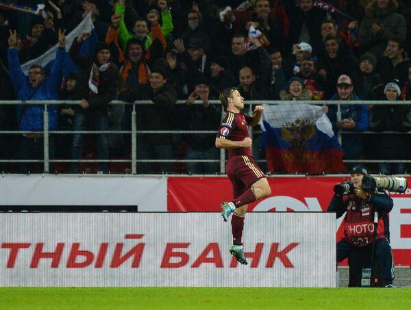 Автор гола, защитник сборной России Олег Кузьмин