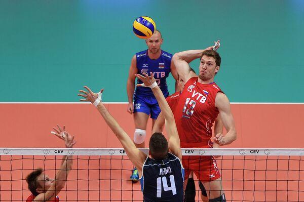 Центральный блокирующий сборной России по волейболу Дмитрий Мусэрский (№13)