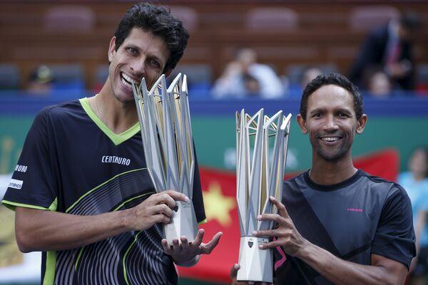 Южноафриканец Равен Класен и бразилец Марсело Мело (справа налево)