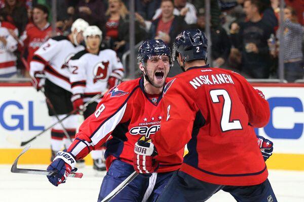 Хоккеисты Вашингтона Александр Овечкин и Мэтт Нисканен (слева направо)