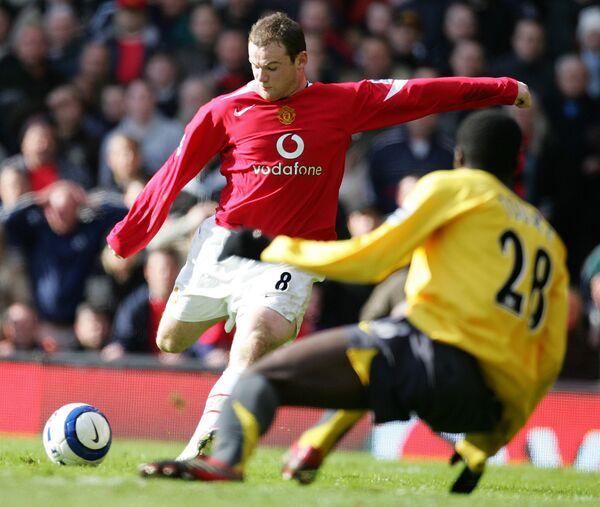 Нападающий Манчестер Юнайтед Уэйн Руни в матче против Арсенала