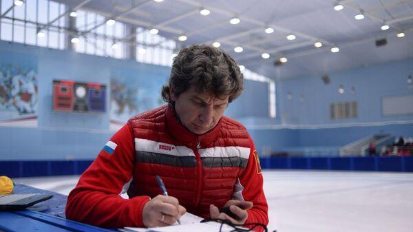 Тренер сборной России по шорт-треку Андрей Максимов