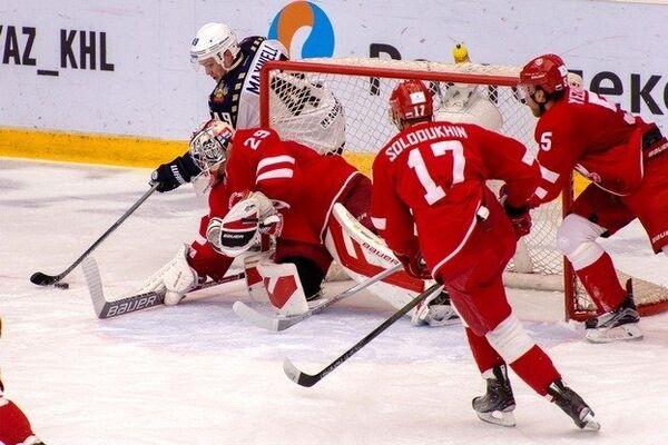 Игровой момент матча Витязь - Сочи