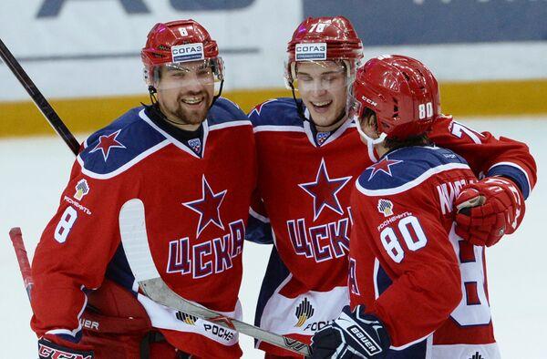Игроки ЦСКА Евгений Коротков, Максим Мамин (слева направо)