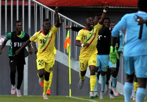 Футболисты юношеской сборной Мали