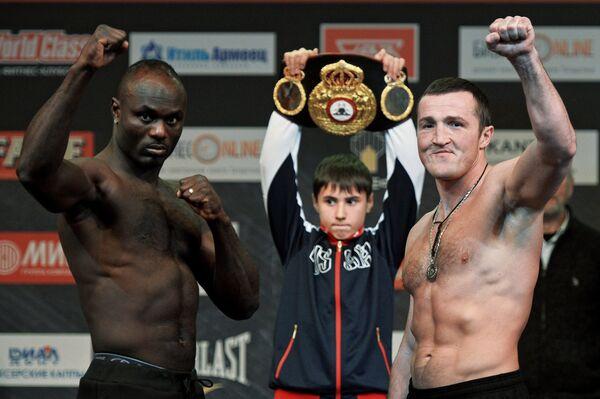 Слева направо: Латиф Кайоде (Нигерия) и Денис Лебедев (Россия)