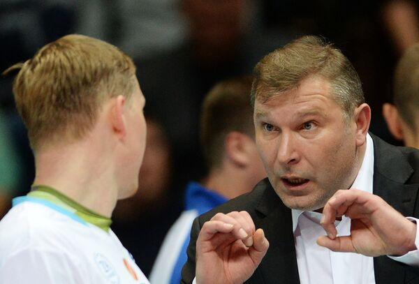 Главный тренер Динамо Олег Антонов (справа)
