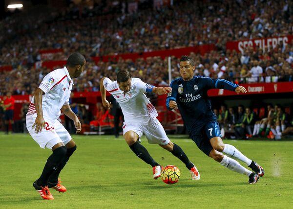 Игровой момент матча Севилья - Реал (Мадрид)
