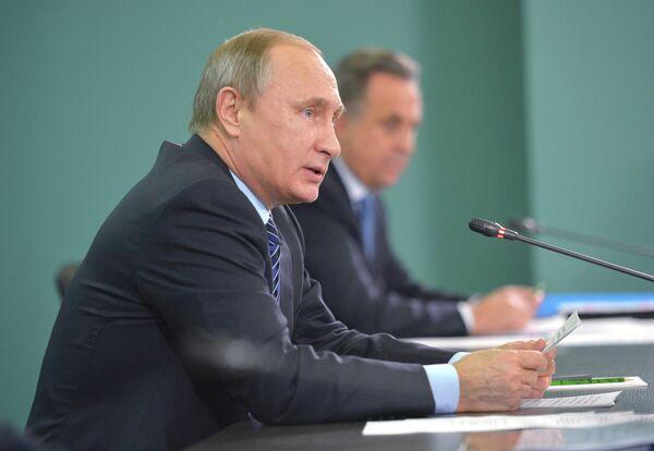 Президент России Владимир Путин (на первом плане)