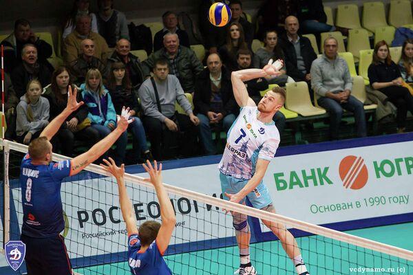 Игровой момент матча Динамо (Москва) - Урал