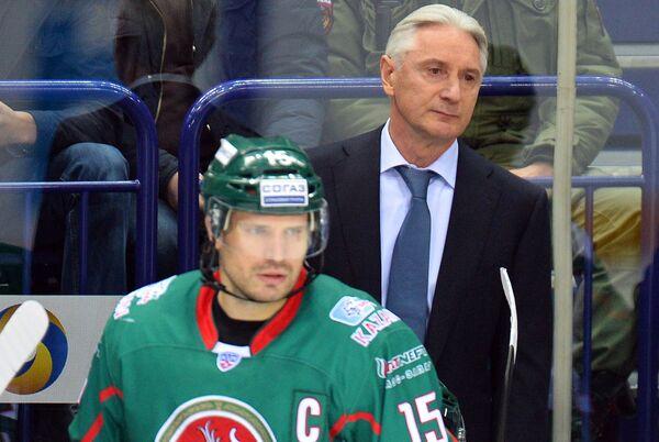 Форвард Ак Барса Александр Свитов (слева) и главный тренер Ак Барса Зинэтула Билялетдинов