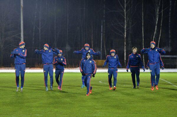Игроки ПФК ЦСКА на тренировке перед матчем группового этапа Лиги чемпионов с ФК Вольфсбург (Германия, Вольфсбург)