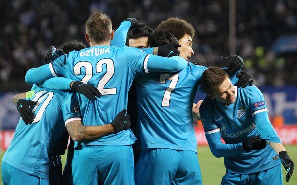 Футболисты Зенита радуются забитому голу