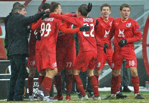 Игроки Рубина радуются забитому голу