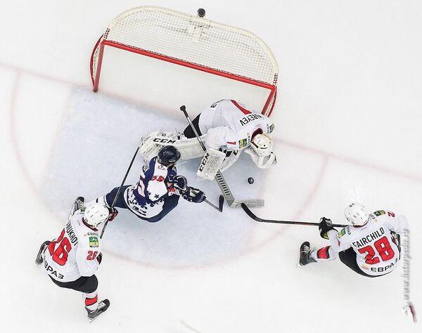 Игровой момент матча КХЛ Торпедо - ХК Металлург (Новокузнецк)