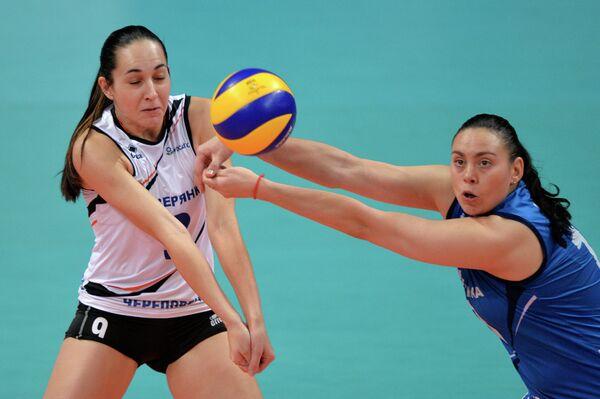 Игроки ВК Северянка Александра Иванова (слева) и Екатерина Булатова