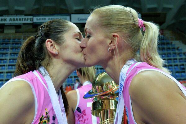 Татьяна Кошелева (слева) и Марина Марюхнич