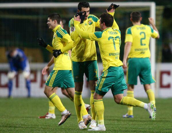 Футболисты Кубани радуются забитому голу