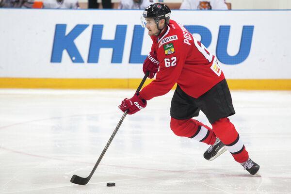 Защитник новокузнецкого хоккейного клуба Металлург Виктор Постников