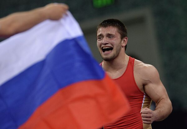 Давит Чакветадзе (Россия) радуется победе