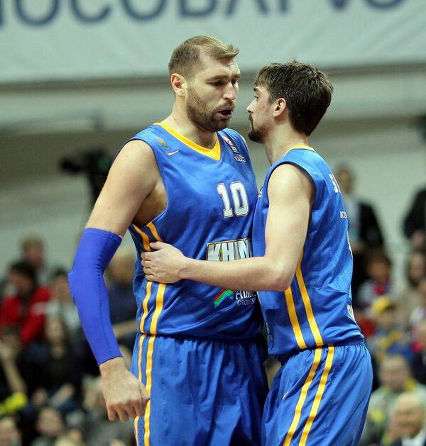 Баскетболисты Химок Дмитрий Соколов и Алексей Швед (слева направо)