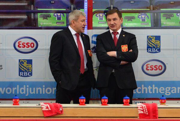 Главный тренер сборной России Валерий Брагин (справа) и его помощник Олег Браташ
