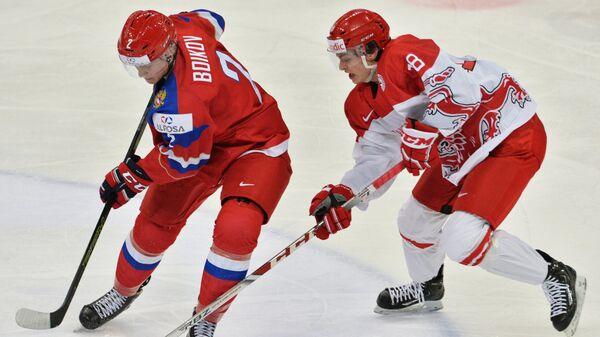 Защитник сборной России Сергей Бойков (слева) и форвард сборной Дании Вильям Боюсен