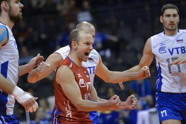 Алексей Вербов (в центре)