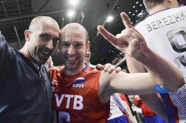 Волейболисты сборной России Сергей Тетюхин и Алексей Вербов (слева направо)