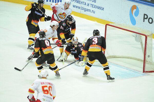 Игровой момент матча КХЛ ХК Северсталь - ХК Йокерит