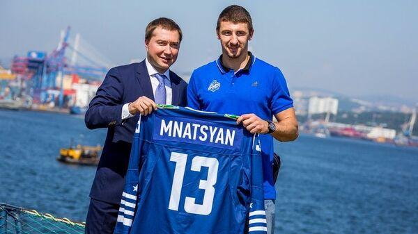 Самвел Мнацян (справа)
