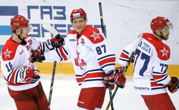 Нападающие ЦСКА Дмитрий Кугрышев, Андрей Светлаков и Стефан Да Коста (слева направо)