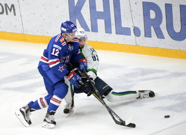 Стив Мозес (слева) и Павел Медведев