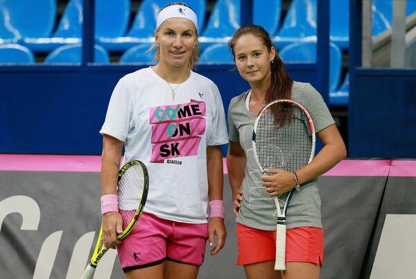 Российские теннисистки Светлана Кузнецова (слева) и Дарья Касаткина