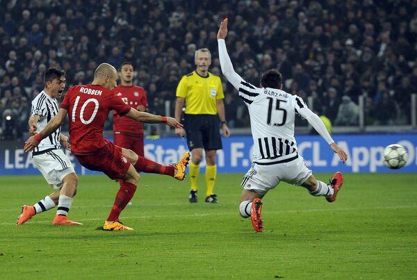 Игровой момент матча Ювентус - Бавария