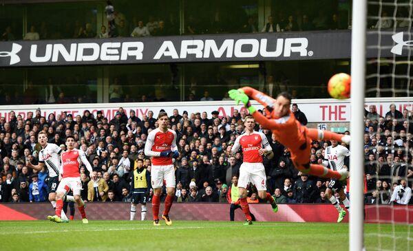 Игровой момент матча Тоттенхэм - Арсенал