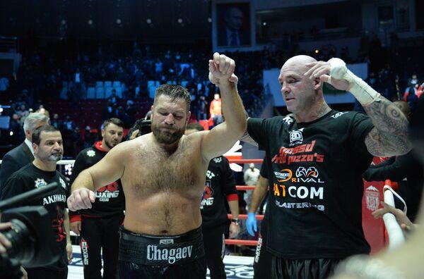 Лукас Браун (справа) и Руслан Чагаев