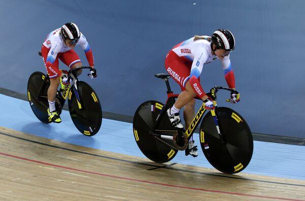 Анастасия Войнова и Дарья Шмелева (слева направо) на чемпионате мира по трековым велогонкам